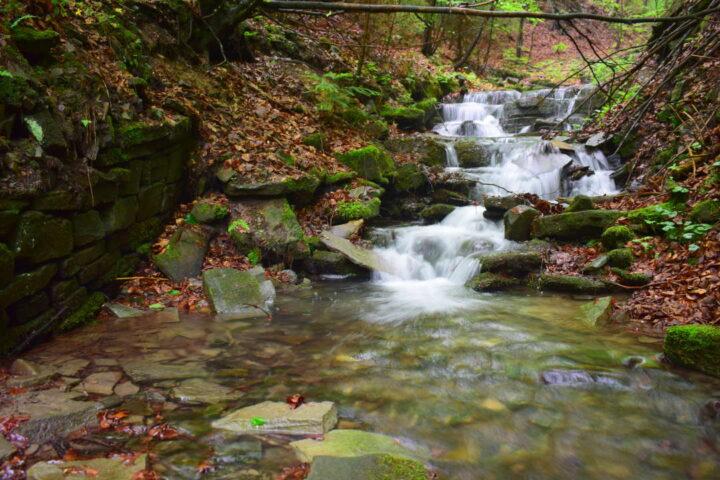 Padolí, vodopády na Jičínce cestou na Kamenárku