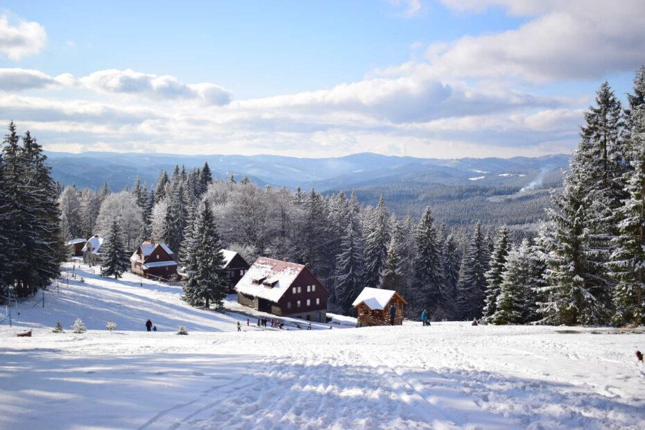 Výhled na Vsetínké vrchy a Javorníky