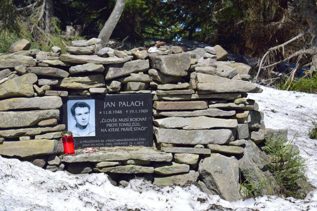 Pomník Jana Palacha na Smrku