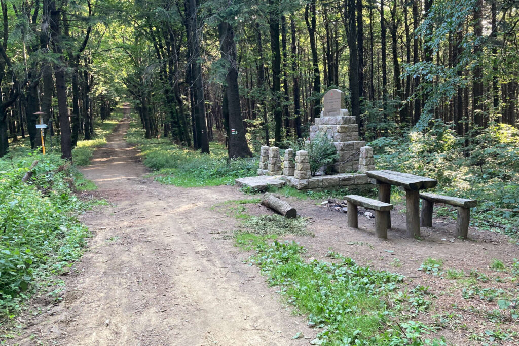 Dibrovův pomník, Bílé Karpaty